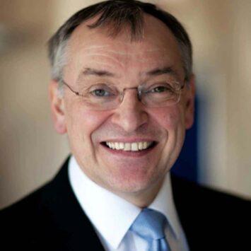 Dr David J Wilson